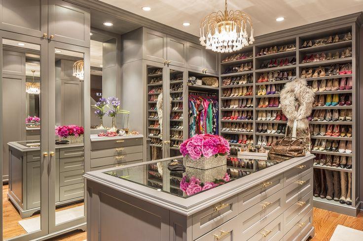 除了杜拜內,九成的外籍人士結構造就多元時尚概念,黑紗女子正是堅強消費主力之一
