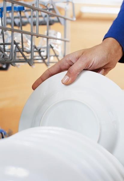 洗碗不僅可以鍛煉臂力,還能鍛煉腿部和腰腹部