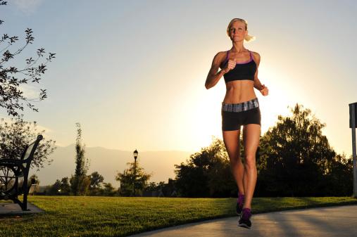 快走屬於低衝擊運動,不會對産後女性的關節造成過大的壓力
