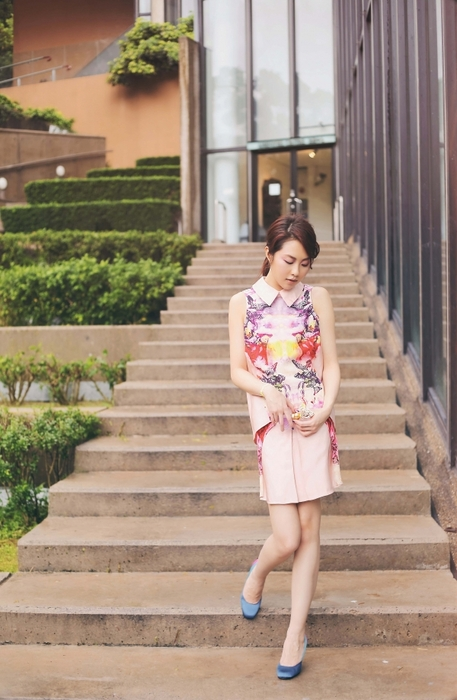 橘粉調的蝶戀花,穿回bright colour 迎接夏天吧!