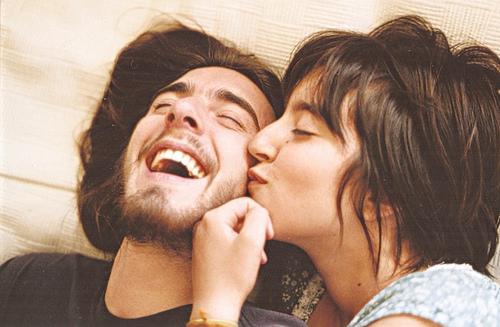 雖然你口裡說著很囉嗦,你卻很喜歡他對自己的緊張,開心和疼愛。